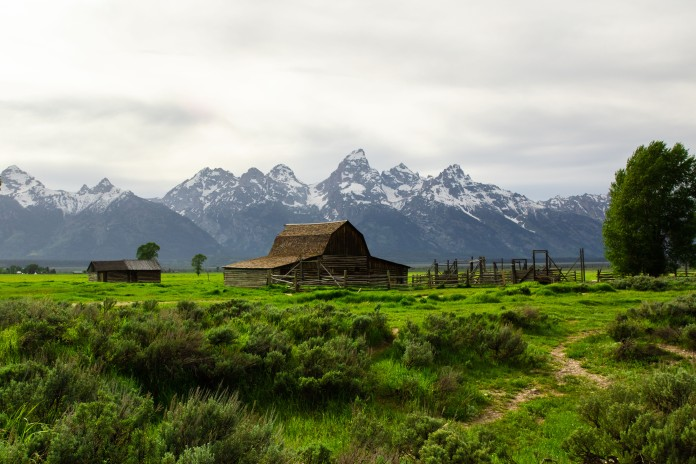A cloudy midday in Tetons